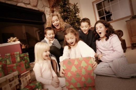 Stock Photo: 4029R-328170 Christmas morning