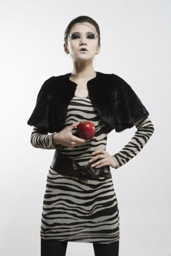 Young woman holdinng a red apple : Stock Photo
