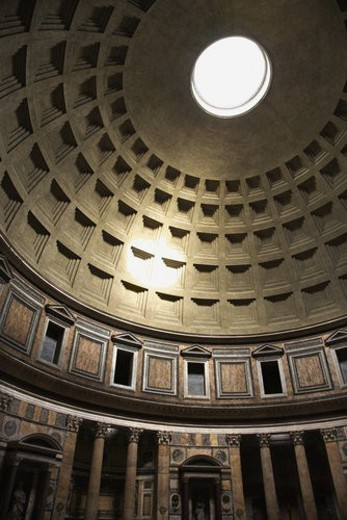 Stock Photo: 4029R-349210 Interior dome in Pantheon, Rome, Italy.