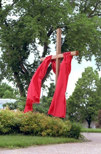 Wooden cross draped with red cloth at Gloria Dei Lutheran Church : Stock Photo