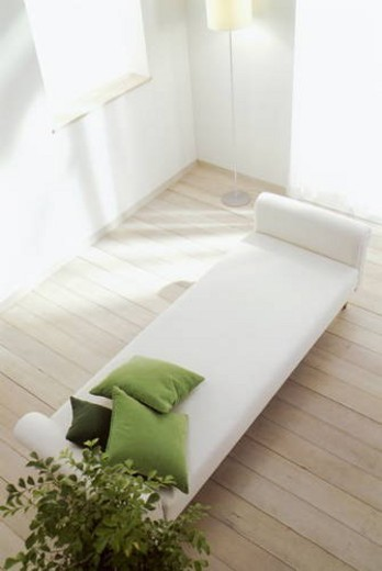 Wooden floored room with white chaise longue : Stock Photo