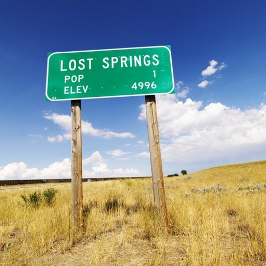 Population and elevation sign for Lost Springs, Wyoming. : Stock Photo