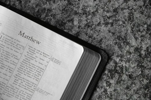 Bible open to Matthew : Stock Photo