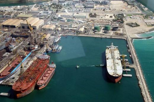 Stock Photo: 4029R-43681 dubai, aerial, dubai, port, ship, boat, boarding