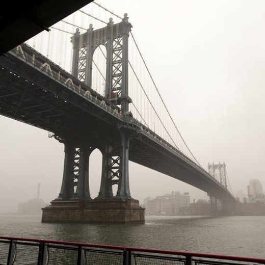 Manhattan Bridge over the East River in Manhattan, New York City, U.S.A. : Stock Photo