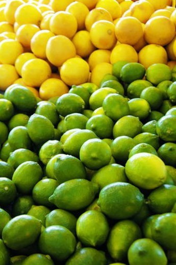 Stock Photo: 4029R-46284 Heap of green and yellow lemons