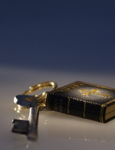Stock Photo: 4029R-49698 Key and Bible