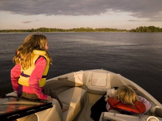 Stock Photo: 4029R-50892 Girls on a boat