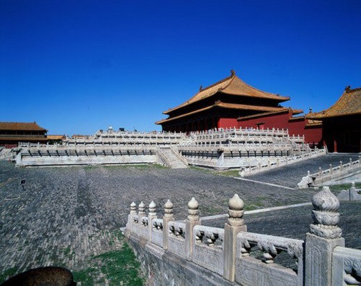 Stock Photo: 4029R-64895 View of stone handrails and palaces of Forbidden City,Beijing