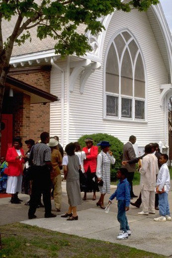 Church congregation headed in for worship service : Stock Photo