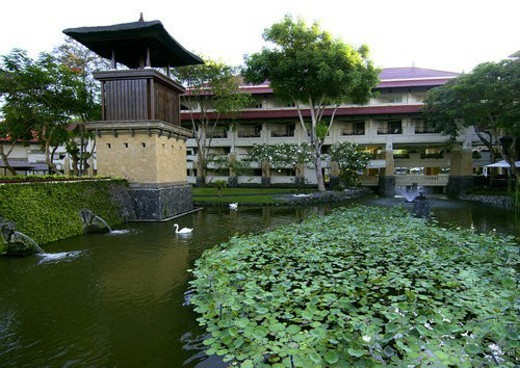 View of a pond outside a resort building : Stock Photo