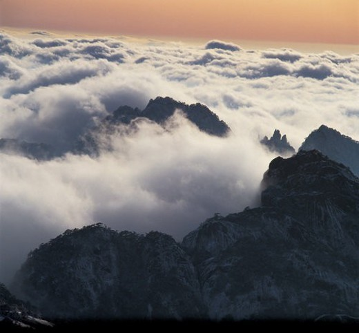 Overlook of vast sea of clouds surrounding peaks, Yellow Mountain : Stock Photo