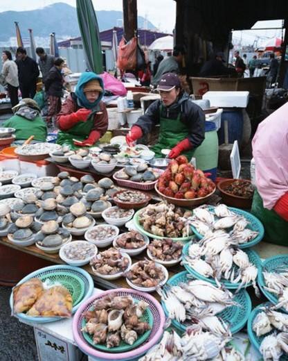 Stock Photo: 4029R-81204 Seafood market in Pusan, Korea