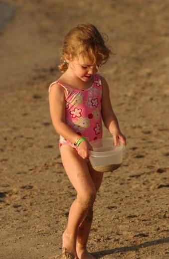 Stock Photo: 4029R-83783 Kids playing on beach