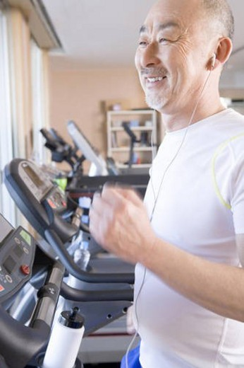 Stock Photo: 4029R-83976 Japanese Man at Fitness Club
