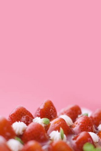 Strawberry tart, close up, red background, copy space : Stock Photo