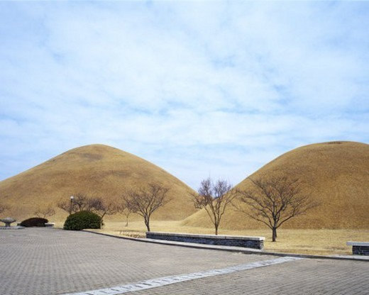 Stock Photo: 4029R-9608 Daereung-won Tumuli Park, Seoul, Korea
