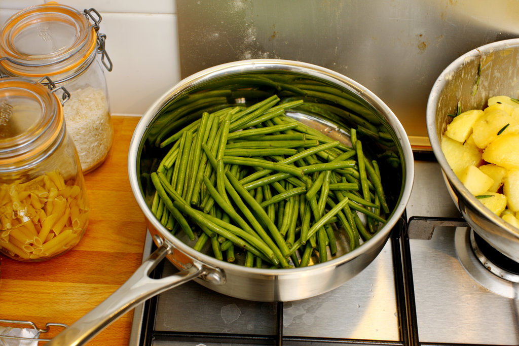 Stock Photo: 4030-6755 Green Beans in a Frying Pan