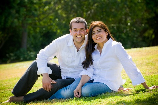 Stock Photo: 4033-434 Mid adult couple sitting together in a field