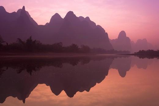 Guilin landscape, Lijiang, Lijiang River, Li River, Yangshuo, Guilin, Guangxizhuangzhu Autonomous region, China, Asia : Stock Photo