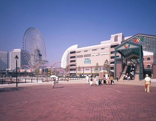 The Cosmo world left Yokohama world Porters right MM21 Yokohama Kanagawa Japan Minato Mirai 21 : Stock Photo