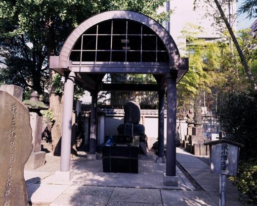Stock Photo: 4034-20886 Eko_in Temple Jirokichi Tomb Sumida Tokyo Japan Tree Gravestone Stone monument