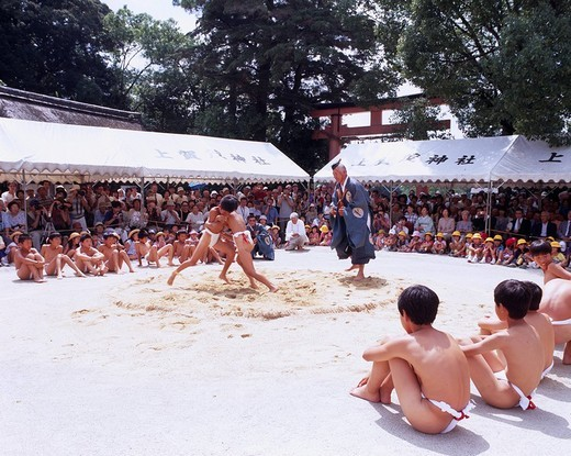 Child Nakedness Loincloth Gateway at the entrance to a Shinto shrine Bird Sumo Kamigamo shrine is also obtained 9/9 Kyoto Japan : Stock Photo