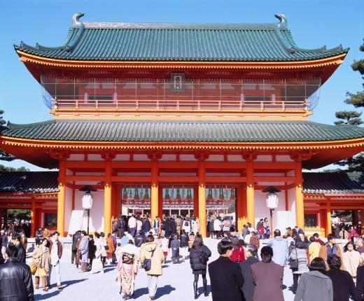 Heian Jingu shrine new year pray Higashiyama Kyoto Japan Sky Paper lantern People Gate : Stock Photo
