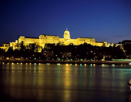 Stock Photo: 4034-52572 Sky Lighting Dome Golden Surface of a river Light Ultramarine Danube King´s palace Night view the World Heritage Budapest Hungary