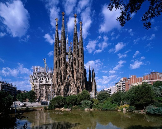 Stock Photo: 4034-58204 Church, Barcelona, Spain, blue sky, cloud, Building, Pond, Water surface, Reflection