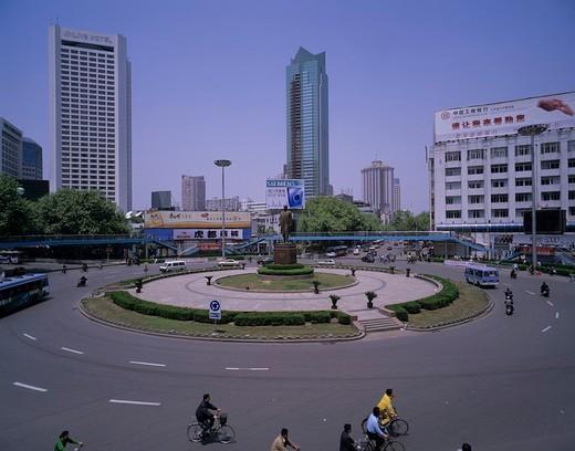 Sunzhongshan statue, Nanjing, Jiangsu, China, Footbridge, bus, Bicycle, Circle, Sign, May : Stock Photo