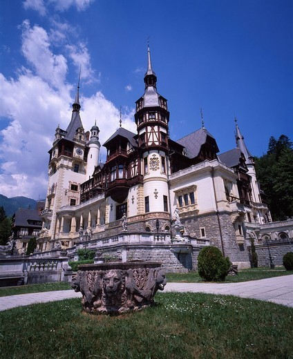 Stock Photo: 4034-59283 Peles castle Sinaia Rumania Blue sky Clouds Building White Green