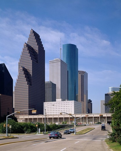 Stock Photo: 4034-62507 Republic Bank Center Skyscraper Houston Texas United States of America Blue sky Building Tree Green Car Vehicle, Transportation Traffic Lawn