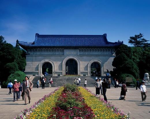 Stock Photo: 4034-64162 Zhongshanling Imperial mausoleum, Nanjing, Jiangsu, China, people, stairs, flower, April