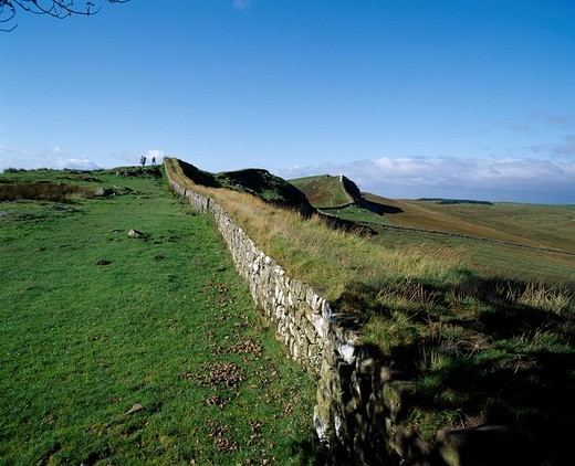 Hadrian´s Wall Housesteads Roman Fort United Kingdom Blue sky Clouds Prairie Green Mountain : Stock Photo