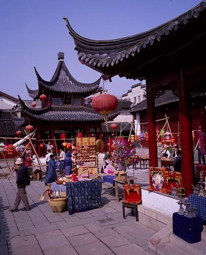 Stock Photo: 4034-71533 Foshendian, Mausoleum of Fuzi, Nanjing, Jiangsu, China, people, stall, Paper lantern, May