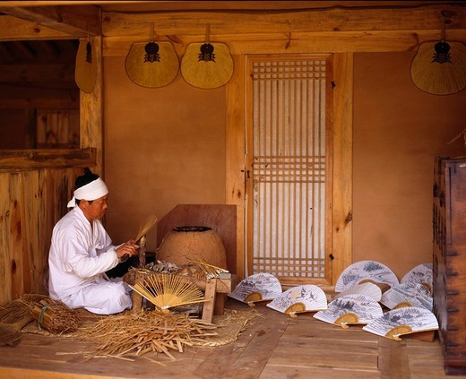 Stock Photo: 4034-78434 Suwon Korean Folk Village South Korea House House Folkcraft Folding fan
