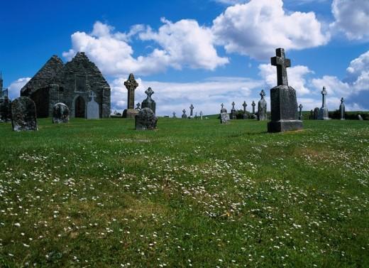 Stock Photo: 4034-78946 Cross, Church ruins, Clonmacnoise, Athlone, Ireland
