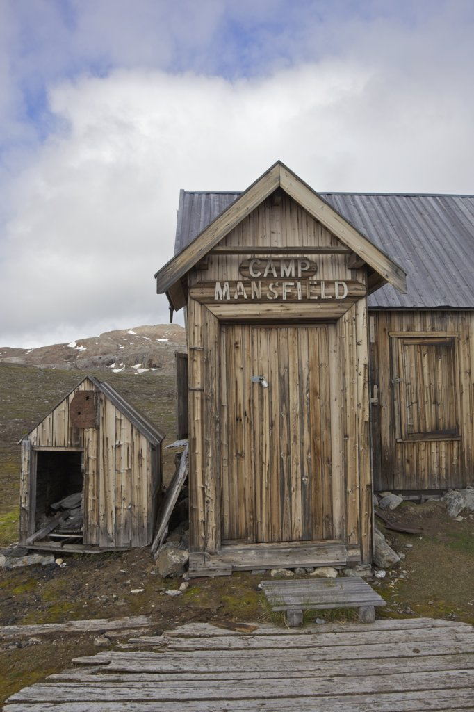 Stock Photo: 4042-1098 Old wooden trapper's hut, Camp Mansfield, Blomstrandhalvoya, Spitsbergen, Svalbard Islands, Norway