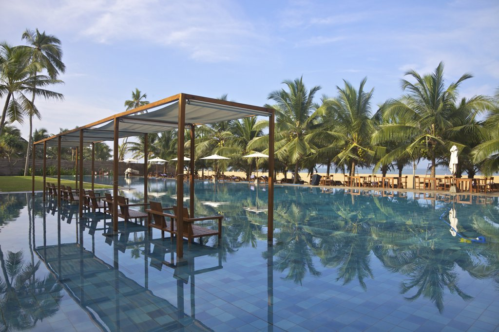 Sri Lanka,  Negombo, Jet Blue Hotel, Views of pool and beach : Stock Photo