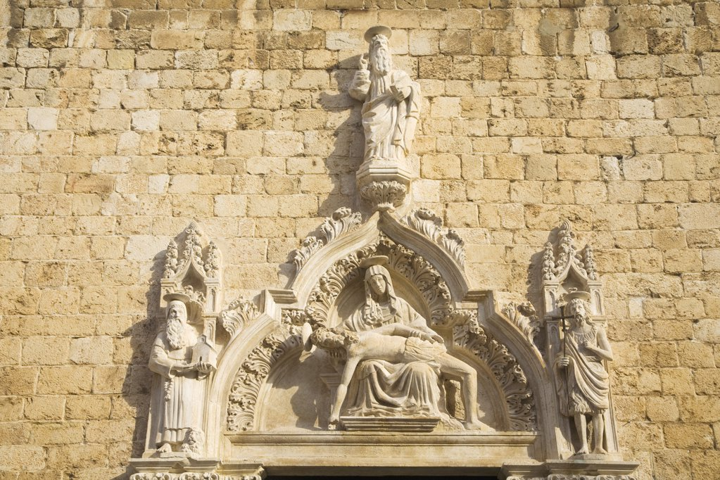 Croatia, Dalmatia, Dubrovnik, Sculpture on main portal of Franciscan Church : Stock Photo