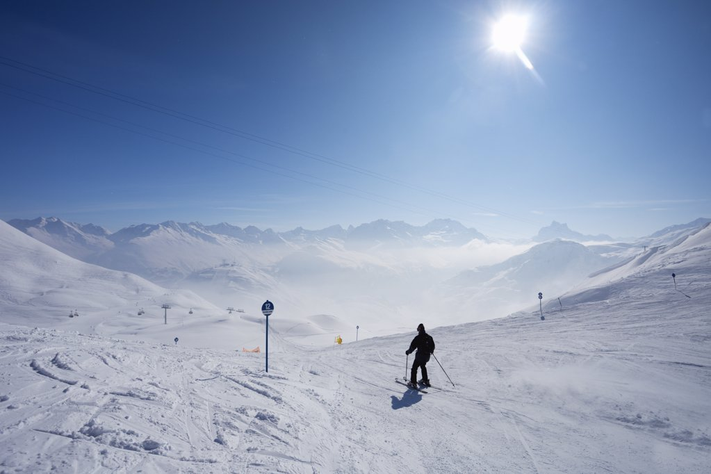 Stock Photo: 4042-768 Tourist skiing, Ulmer Hutte, St. Anton Am Arlberg, Tyrol, Austria