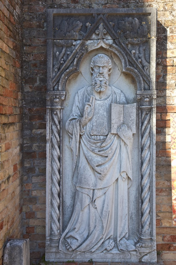 Stock Photo: 4042-838 Italy, Veneto, Stone sculpture of Apostle