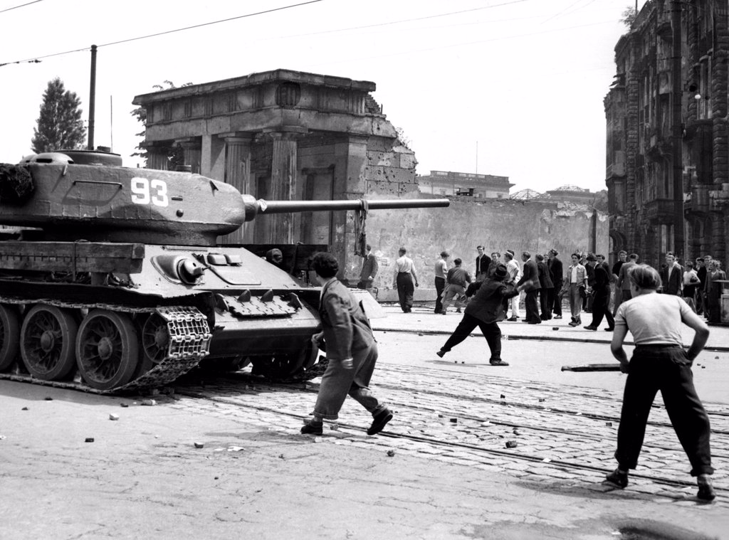 Stock Photo: 4048-1014 East Berliners attack Soviet tanks, 6/17/53
