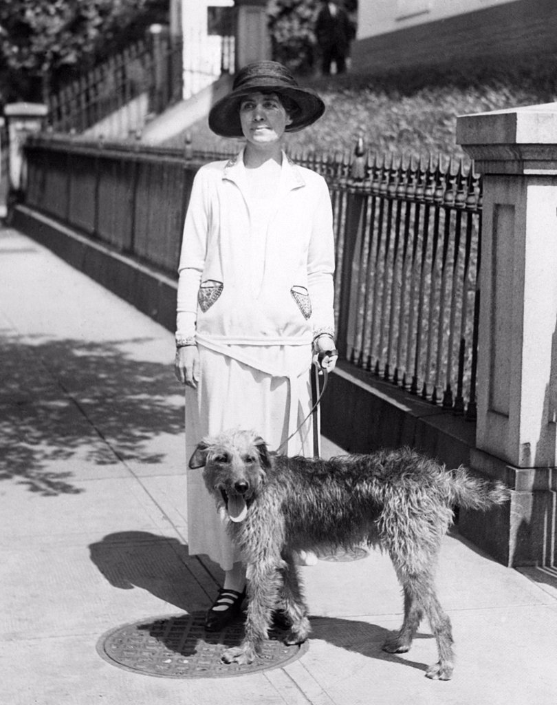 First Lady Grace Coolidge takes the dog out for a walk, 1924 : Stock Photo