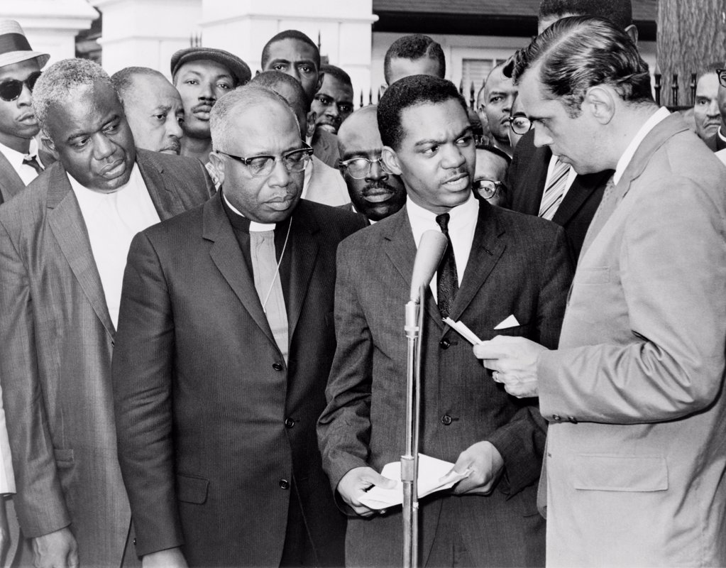 Stock Photo: 4048-10582 Walter Fauntroy (second from right), Bishop Smallwood Williams and others protest the arrest of Martin Luther King outside the Executive Mansion in Albany, Ga. 1962.
