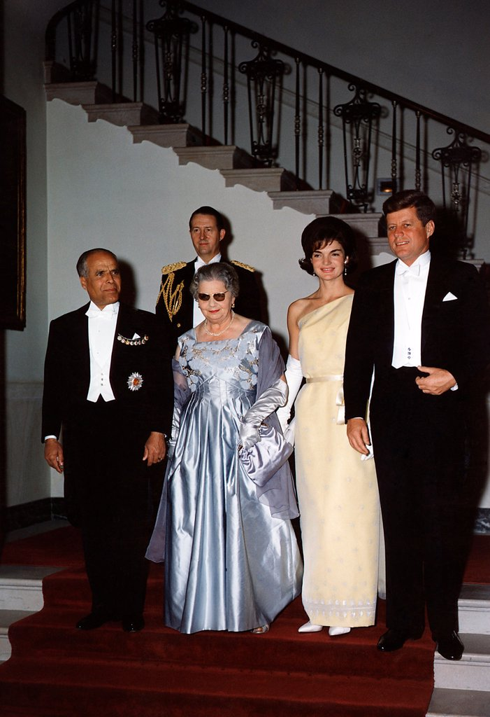 White House state dinner quests at Grand Stair Case. L-R: Tunisian President Habib Bourguiba, Mrs. Bourguiba, Jacqueline Kennedy, President Kennedy. Behind the group is General C.V. Clifton. May 4, 1961. : Stock Photo