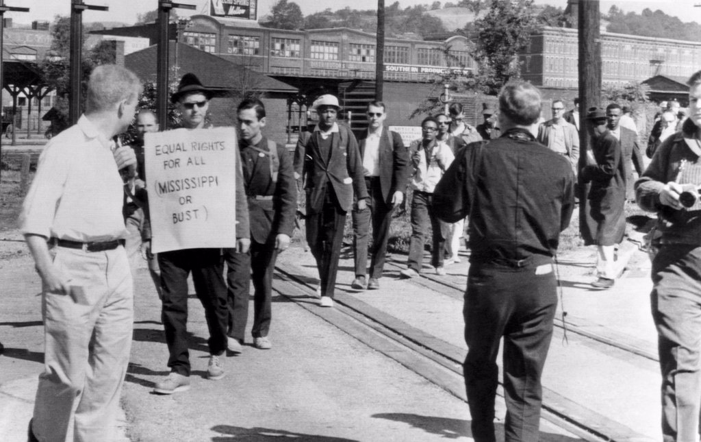 Men in the fight for Civil Rights participate in a memorial trek from Chatanooga, Tennesse to Jackson, Mississipi. They were honoring William Moore, was was killed in a similar walk, 1963 : Stock Photo