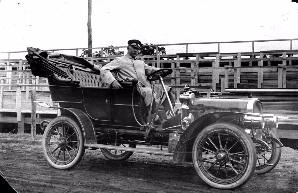 CORBIN CAR-Corbin automobile used officially by the Vanderbilt Cup Race Committee, 1906. : Stock Photo
