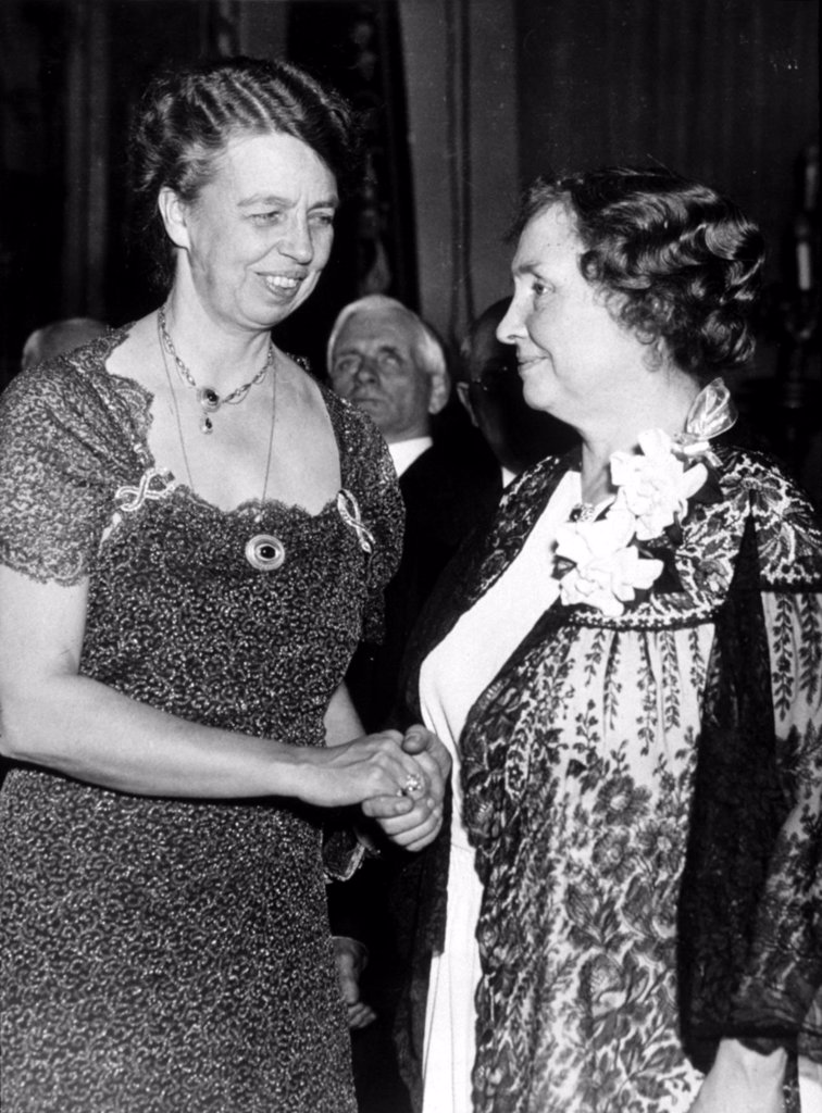 ELEANOR ROOSEVELT with Helen Keller in 1936. : Stock Photo